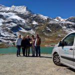 Turisti felici sul ghiacciaio del Bernina
