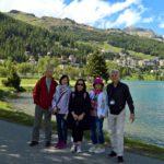 Turisti felici nella visita guidata di Sankt Moritz