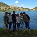 Turiste felici nella visita guidata di Sankt Moritz